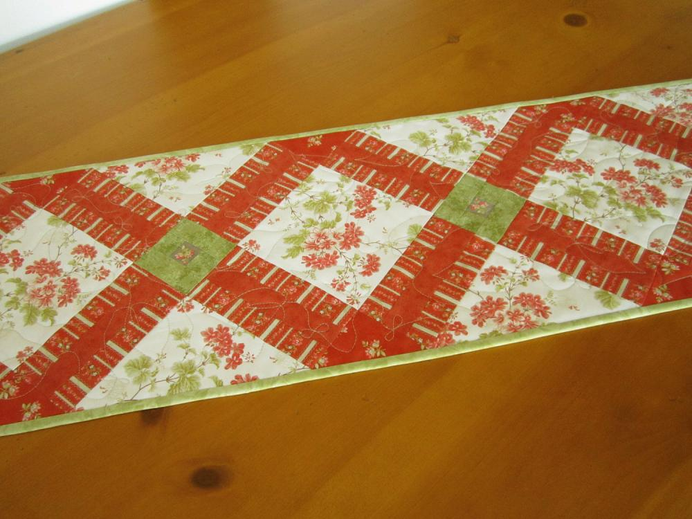 Quilted Table Runner Bouquet